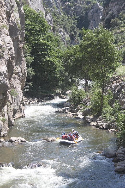Rafting sur l'Aude, Gorges de la Pierre Lys, entre Axat et Quillan, à 1h de Carcassonne et Perpignan, à 2h de Toulouse.