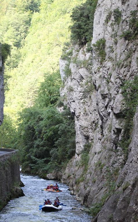 Rafting Gorges de St Georges, Axat. Rafting sur l'Aude entre Axat et Quillan, à 1h de Carcassonne et Perpignan, à 2h de Toulouse.