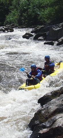 Cano-raft hot-dog Aude dans la Haute Vallée entre Perpignan et Carcassonne, cano-raft sportif  ou découverte, cano-raft Pyrénées Orientale axat et Quillan
