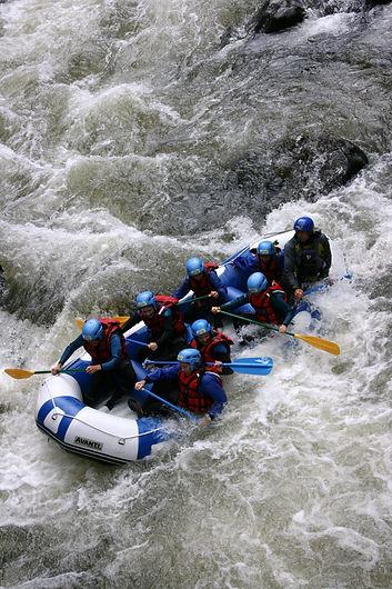 Rafting pour tous a Axat et Quillan famille en groupe carcassonne toulouse et perpignan en languedoc roussillon