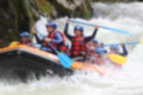 Rafting sur l'Aude entre amis, en groupe, entre Axat et Quillan