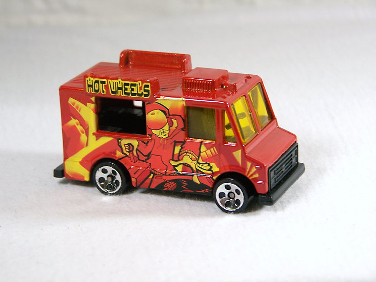 L04-142 .. Ice Cream Truck