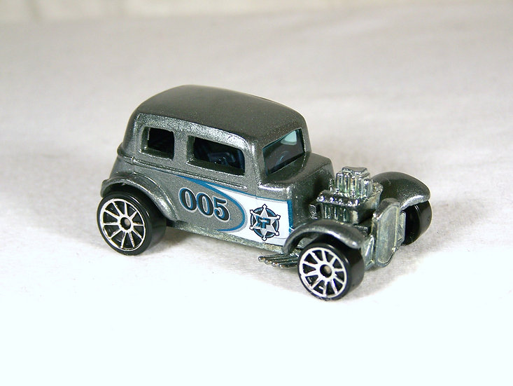 L05-145 .. '32 Ford Vicky