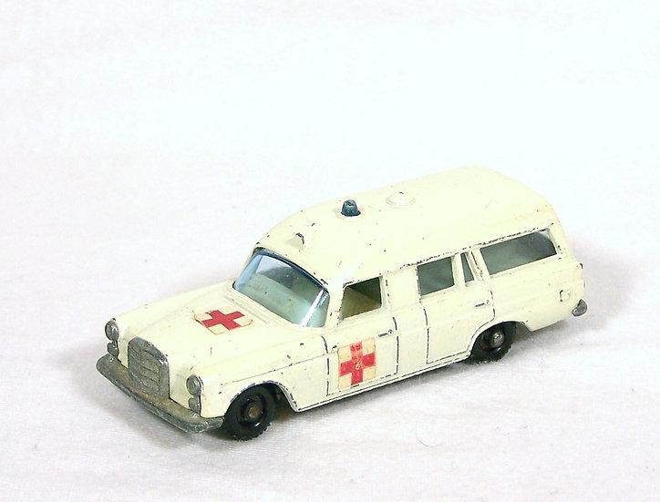 LES 03c .. Mercedes Benz 'Binz' Ambulance