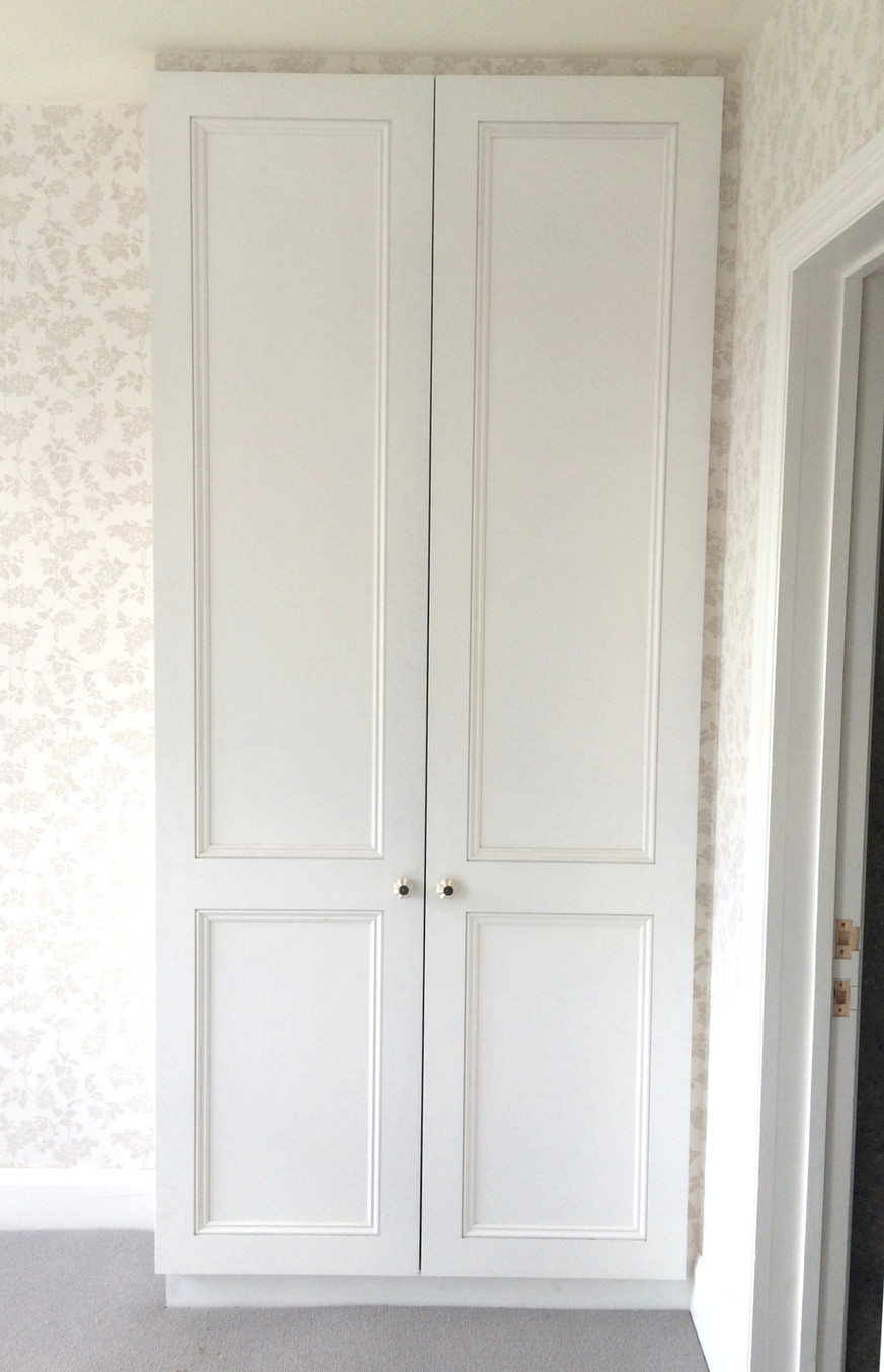 Traditional wardrobe with quadrant mould doors