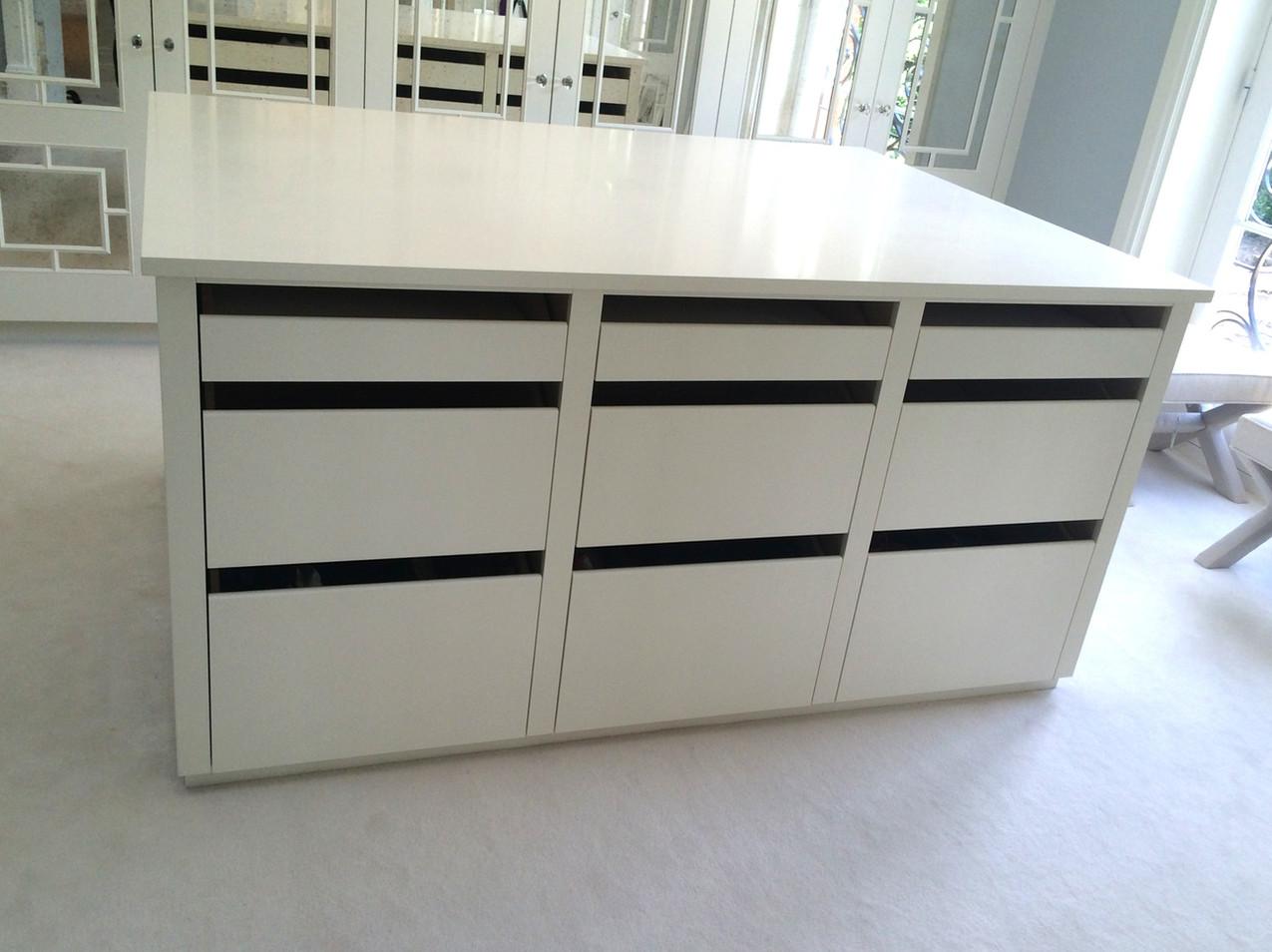Dressing room island storage with drawers Interior designer - Northwick Design
