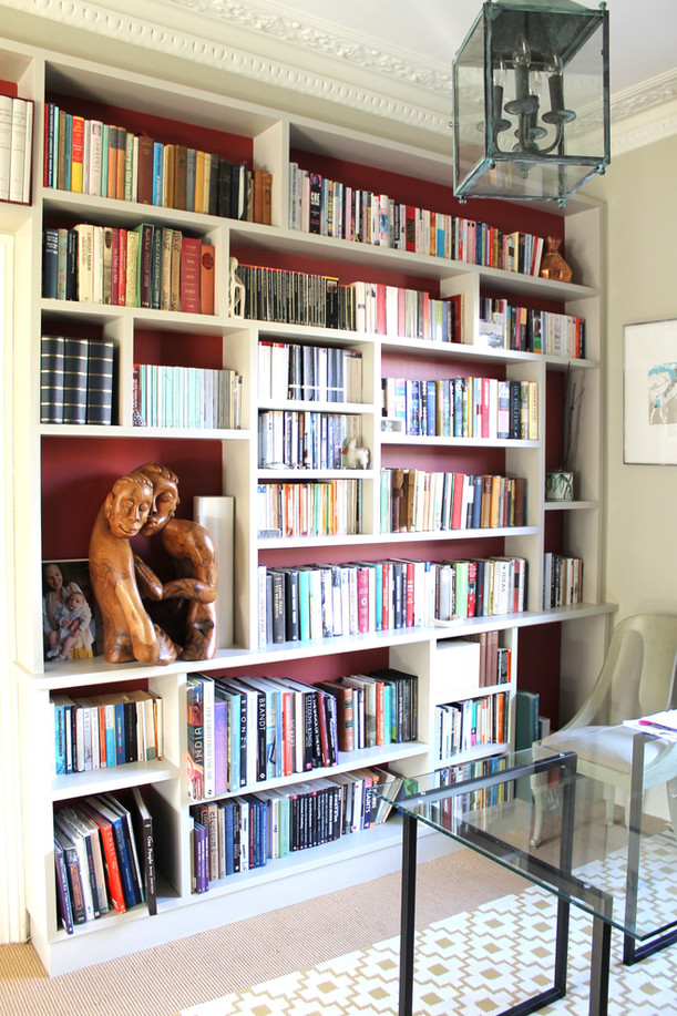 Bookcase with asymetric shelves