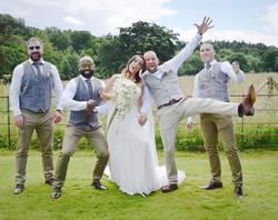 Who needs formal photos_! #wedding #fun #photography #besilly #weddingphotography #floristwithacamer