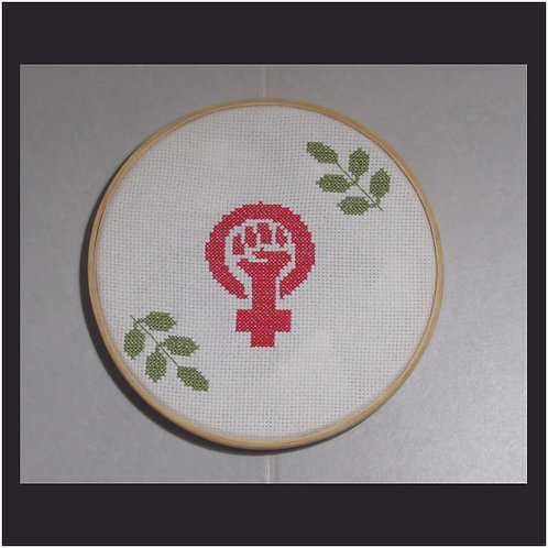Bastidor de Madeira Punho Feminista