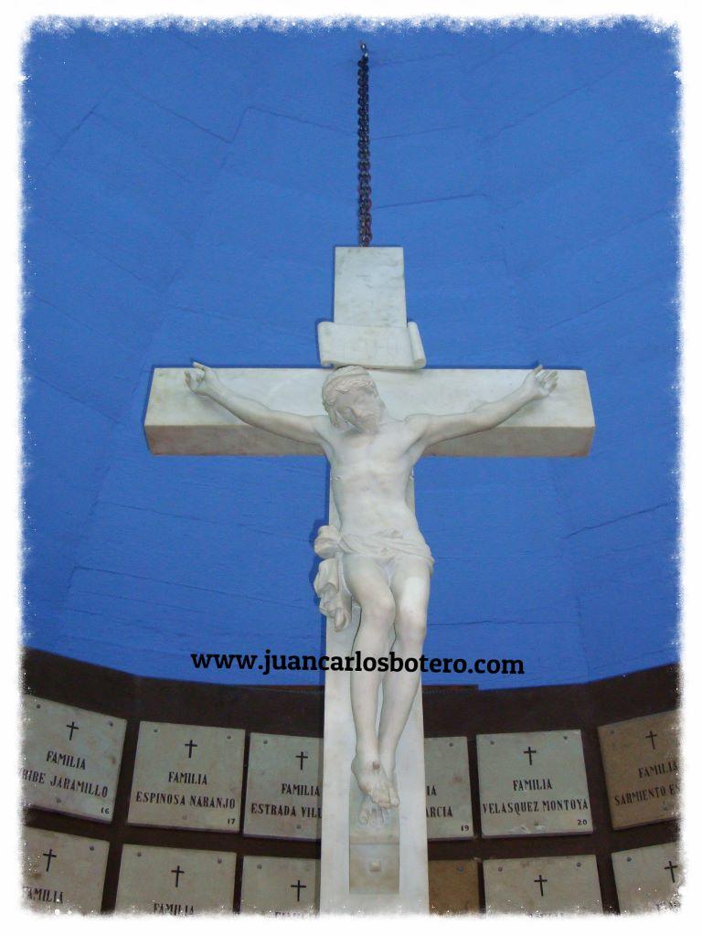 Cristo Tallado en Marmol