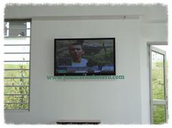 Televisor en Institución Educativa