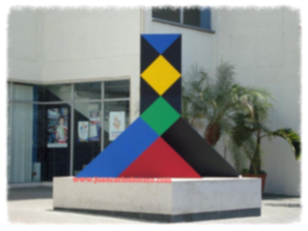 Escultura Omar Rayo. Cámara de Comercio, Cartago, Valle