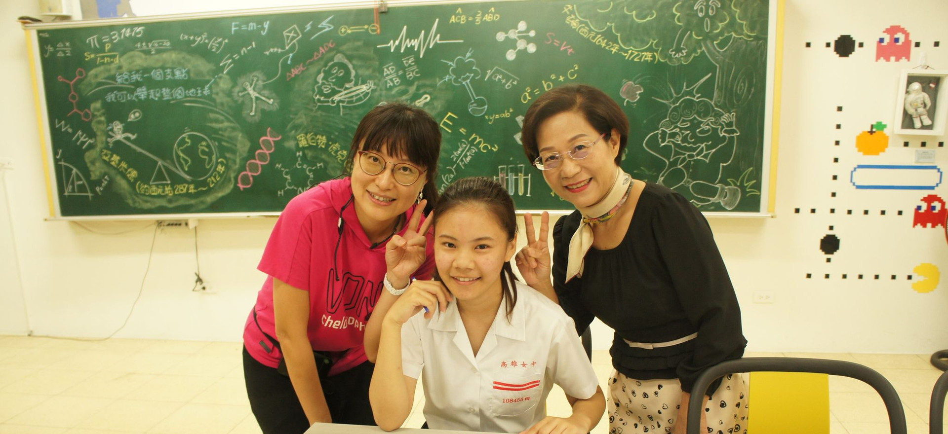 Amber signs books for Kaohsiung schools!