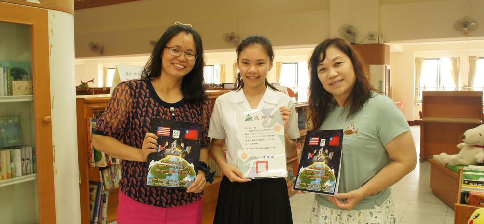 Students enjoy award-winning artwork by kids around the world at the art exhibition!