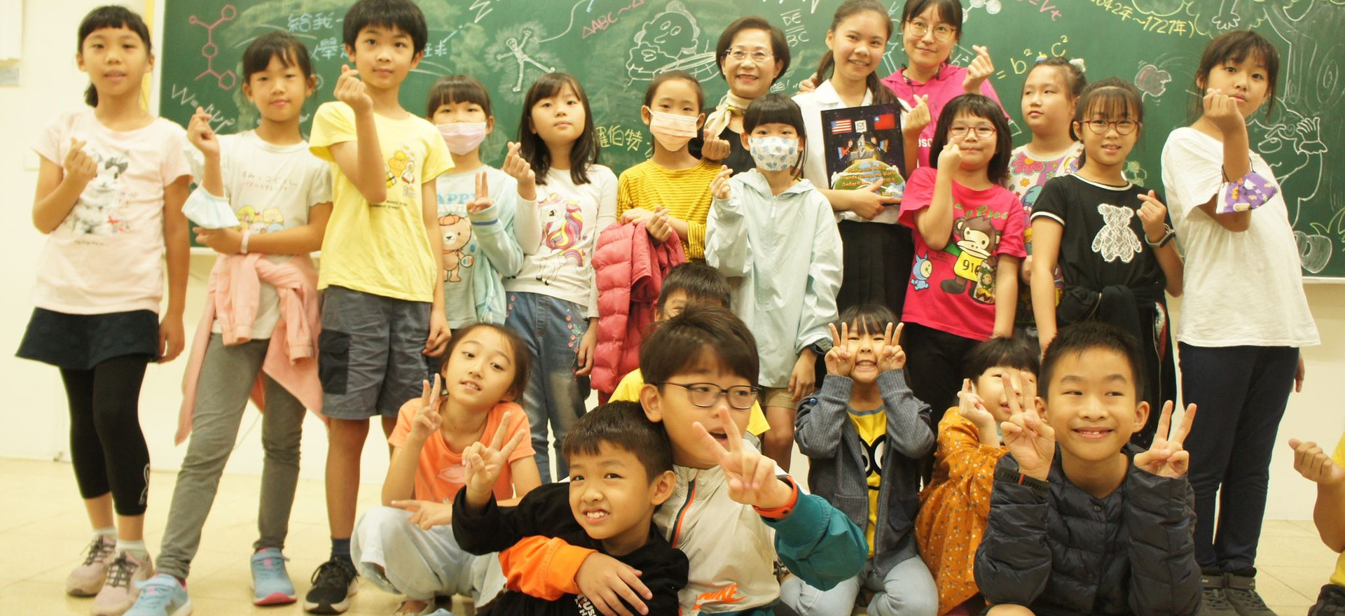 Amber with elementary students in Kaohsiung, Taiwan