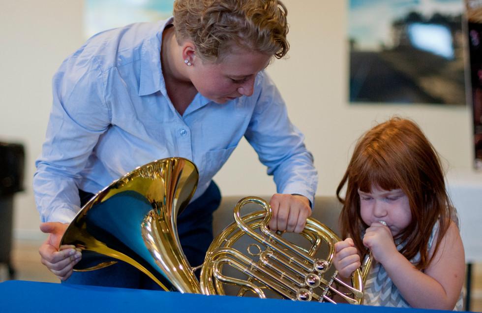 Madeleine introduces the horn