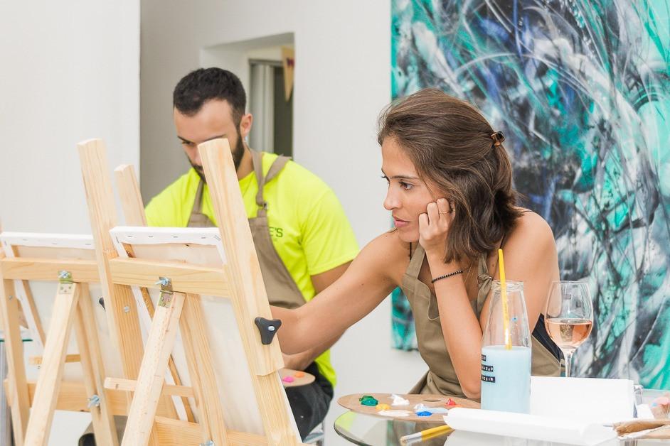 Case de negócio enxuto baseado em Branding: Paint and Drink:, projeto que viabiliza encontros semanalmente em galerias de São Paulo, onde o cliente coloca a mão-na-massa com os artistas e vive a experiência da pintura acompanhada de bons vinhos.