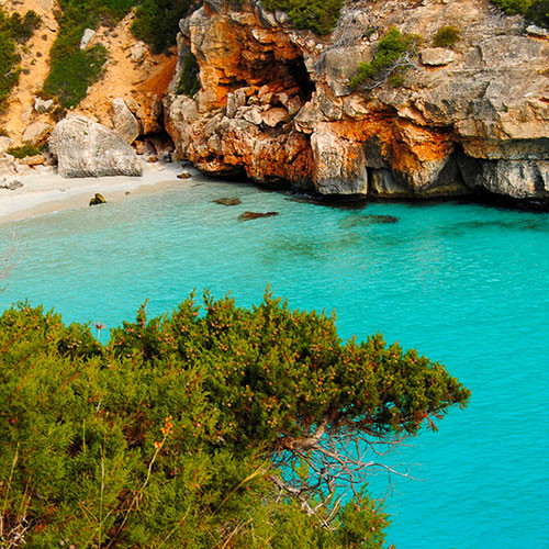 Turquoise water in Mallorca hidden beach