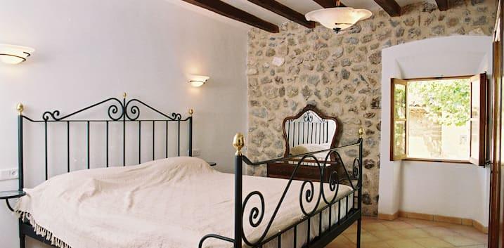 Property for sale in Biniaraix