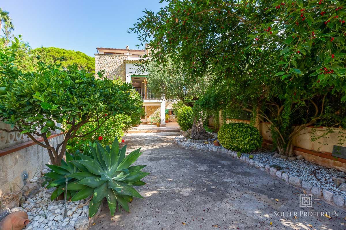 Villa in Puerto de Soller with garden