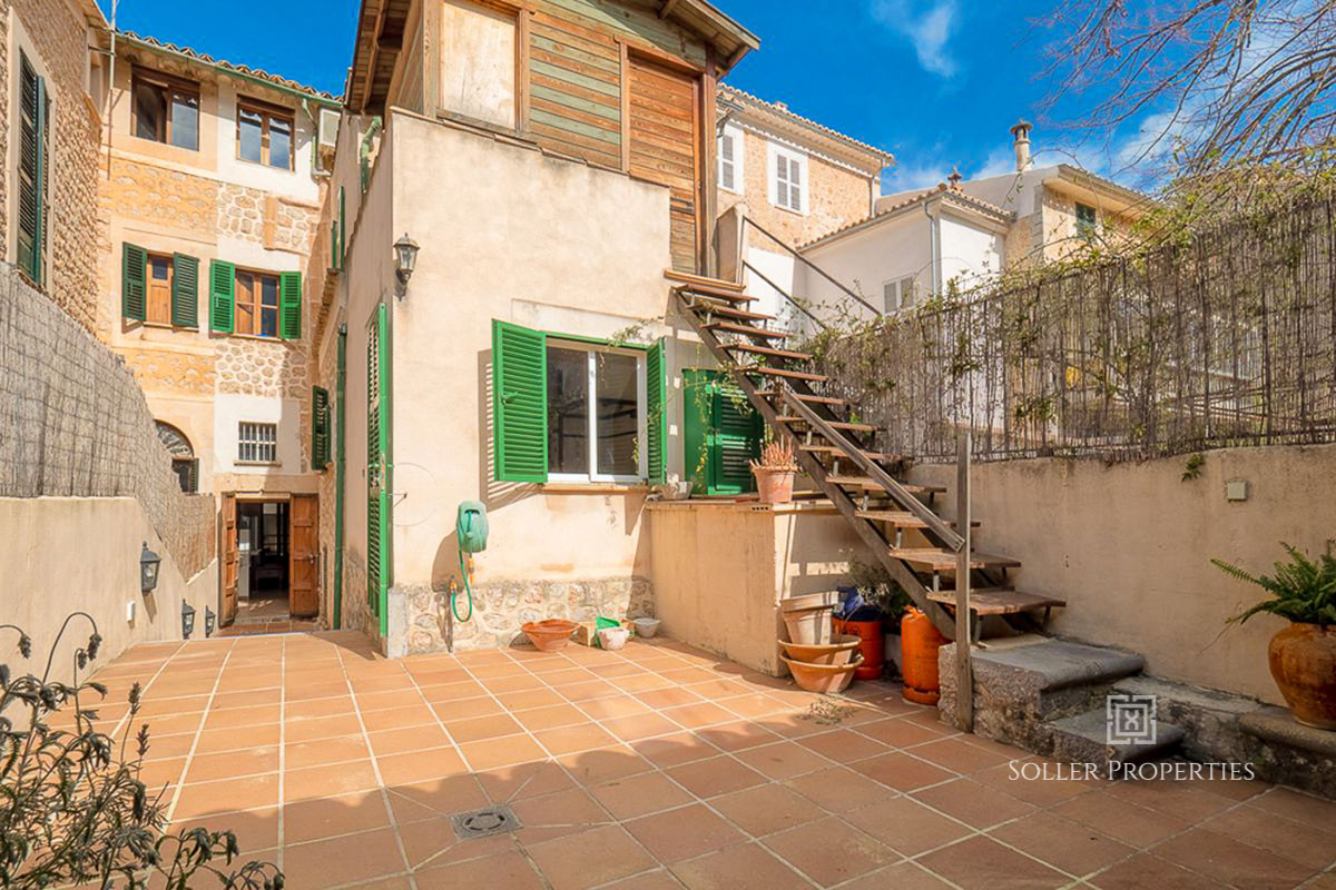 Townhouse in Soller with garden