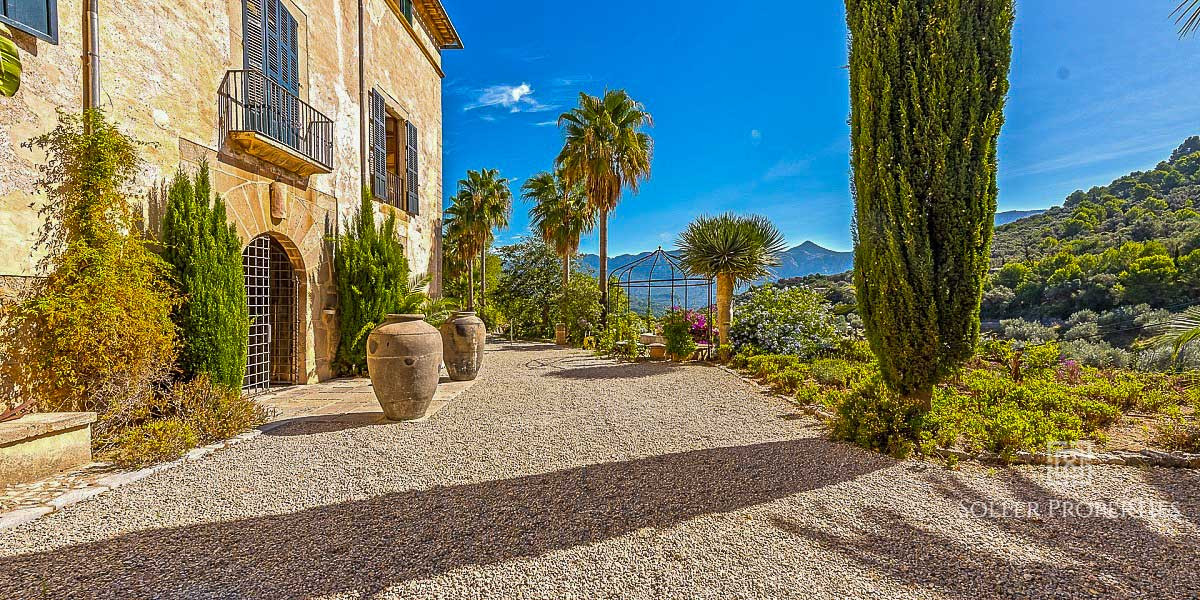 Large Property in Soller for Sale