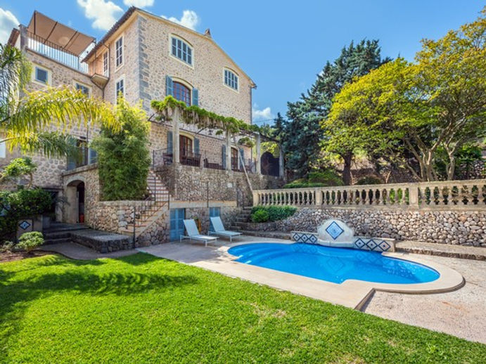 Soller Villa for Sale with large gardens
