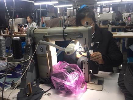 China: visitando fábricas de zapatos y vestuario