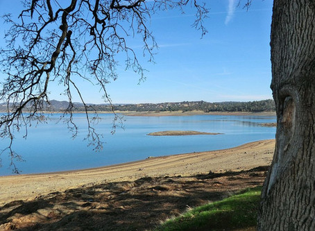 Boating at Folsom Lake State Recreational Area