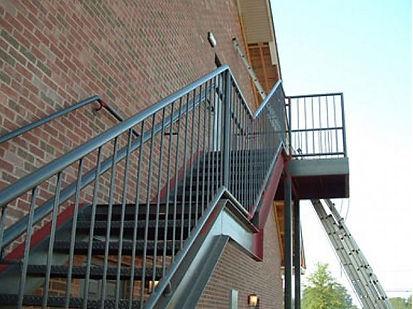 Вход на второй этаж наруж.jpg