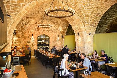 ארוחת צהריים במסעדת - Roots