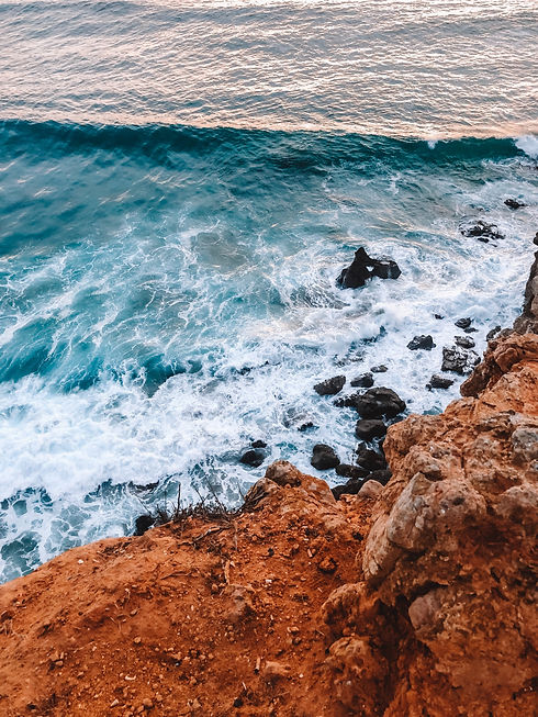 32-rocky-shore-with-ocean-waves-crashing