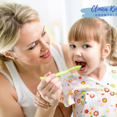 Reforçar a manutenção dos cuidados com a higiene bucal das crianças.
