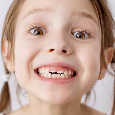 Drª Rosane Kolberg, dentista Invisalign Doctor Porto Alegre Rio Branco Ortodontista atende criança