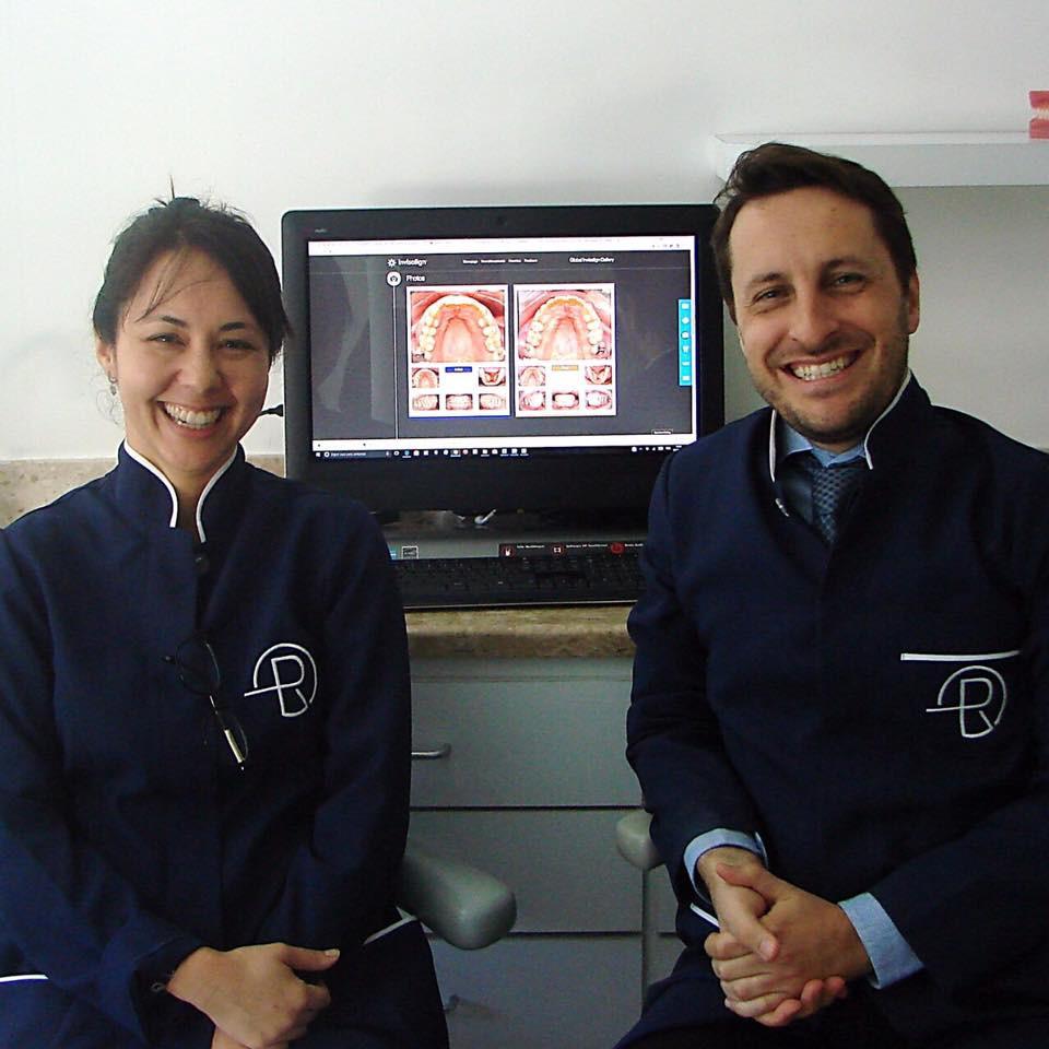 13 anos de trabalho de qualidade com o sistema Invisalign, Dr Eduardo Rothier e Flavia Mitiko integram a equipe equipe com maior número de casos do Brasil selecionados para a Galeria Internacional da Invisalign.