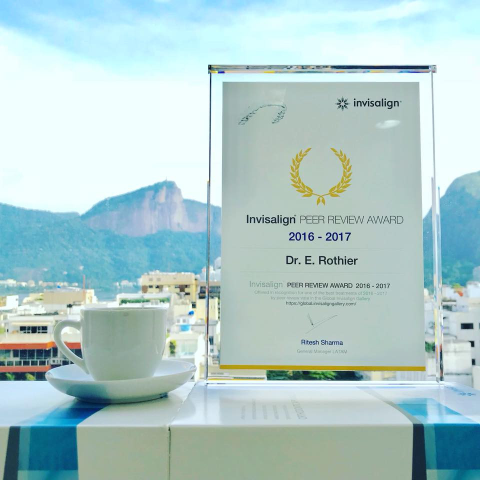 premiação da Align Technology Invisalign referente ao melhor caso tratado na América Latina e terceiro melhor caso do mundo com o sistema Invisalign Brasil Clinica Rothier em Ipanema Barra da Tijuca e Niteroi