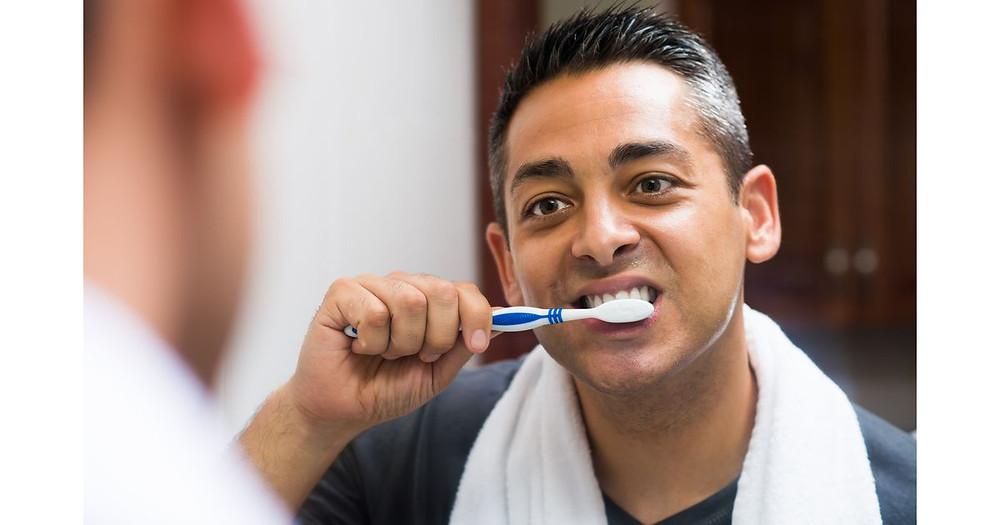 Como escovar o dente siso?