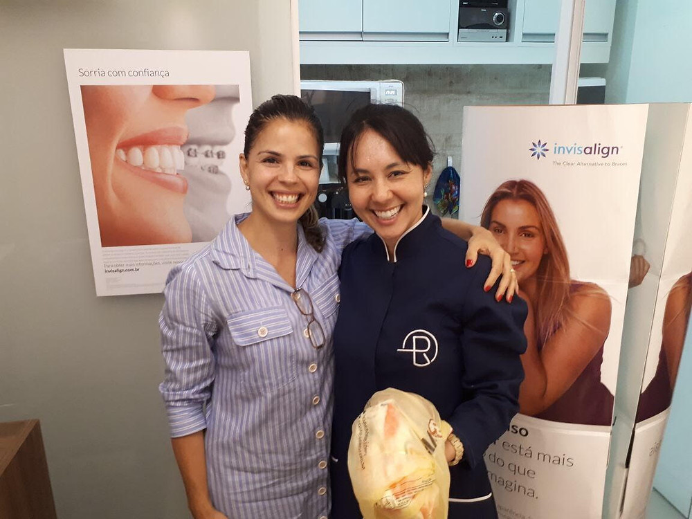Carla Veloso colaborando com ação solidária da Clinica Rothier em Pendotiba, as doações serão enviadas para o Abrigo Lisaura Ruas de Itaipu em Niterói.