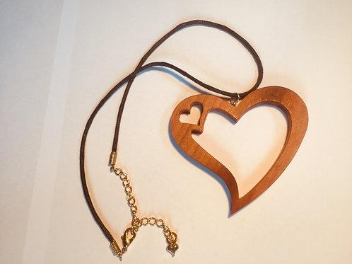 Collier double coeur noyer