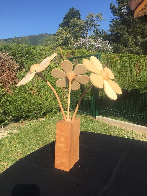 bouquet de 3 fleur en bois + vase