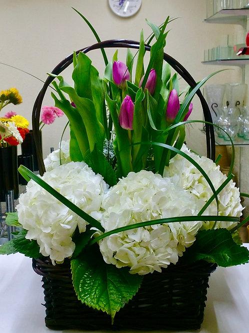 Hortensias y tulipanes