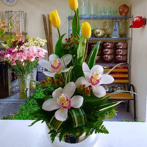 Tulipanes y Cymbidium.