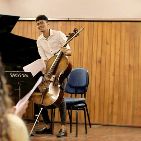 """""""O instrumento quase celestial"""": o violoncelo na vida de Jenilson Soares"""