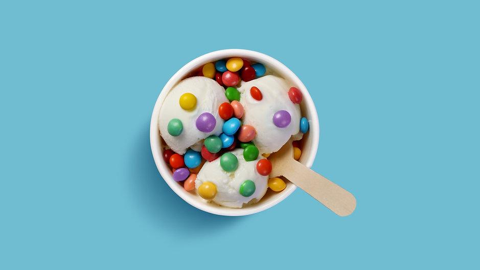 Eis mit Süßigkeiten