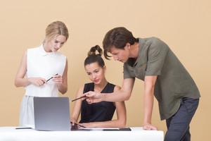 ファッション業界のシステムエンジニア職、EC運営の仕事とは?|転職情報