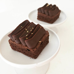 Dark chocolate brownies with ganache