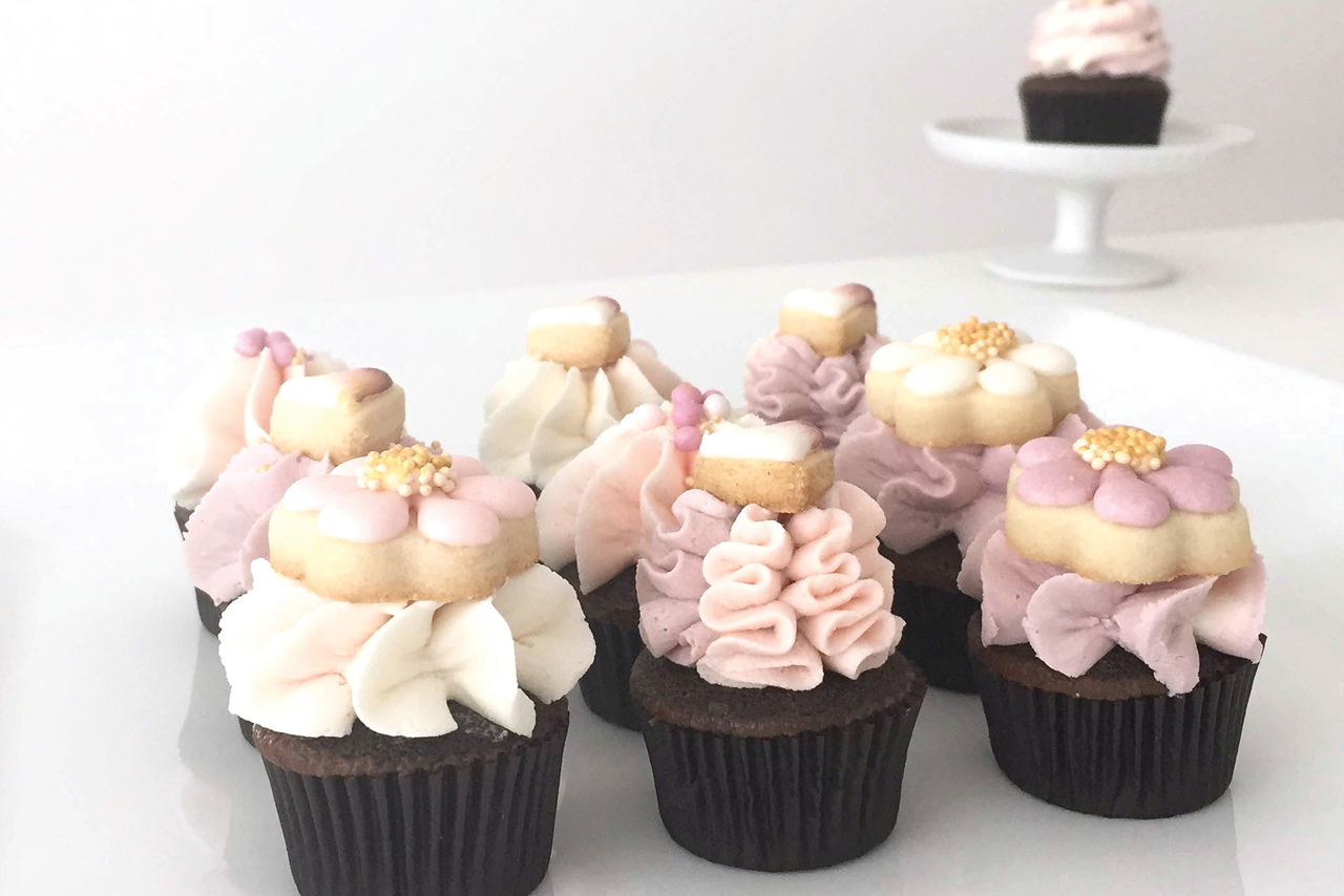 Mini Love Cupcakes with Cookie Toppe