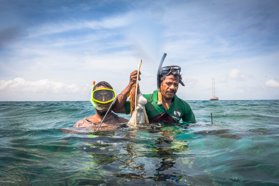 032_31Fishermen from Tabontebike village in Kiribati_photo credit Sarah Fretwell_ DSC00276.jpg