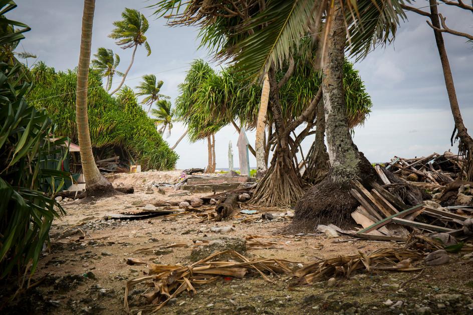 040_39Coastal and topsoil erosion on the ocean side of Funafuti Island, Tavalu _Photo Credit Sarah Fretwell.jpg