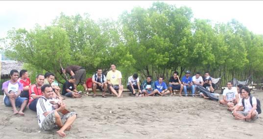 Evaluasi dan Rekreasi Bersama di Pantai Wisata Mangroeve, Magepanda (Photography by Hendra Ragha